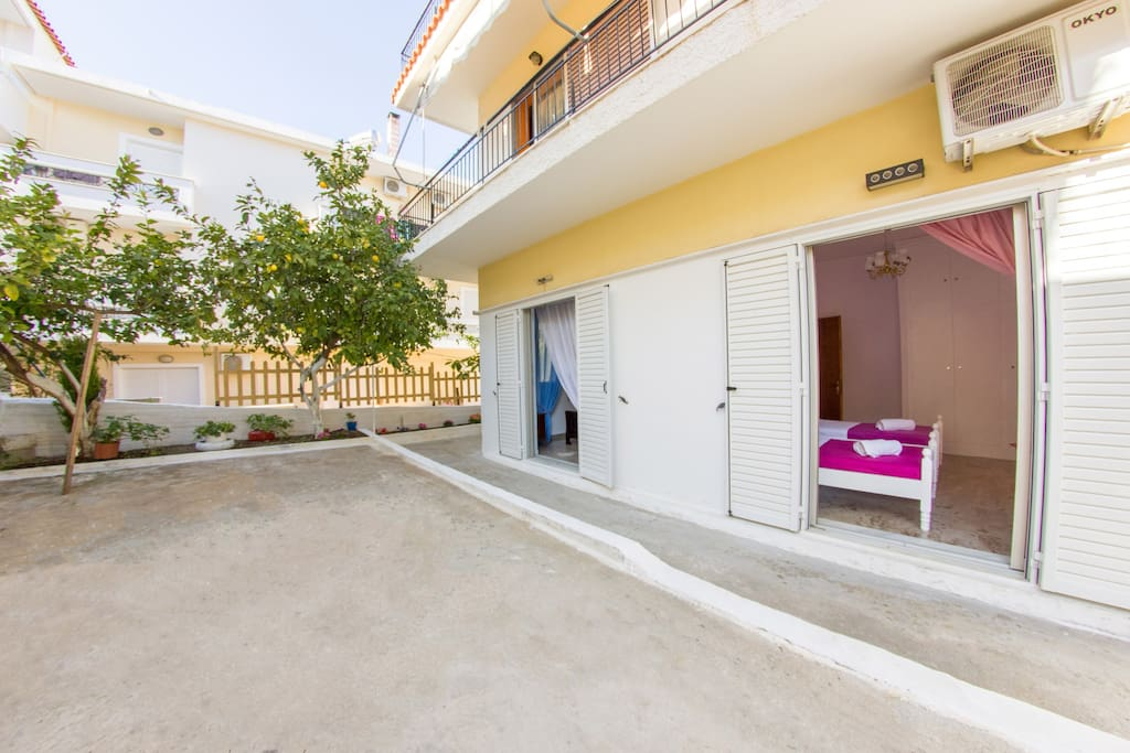 Apartment for up to 5 persons in Tolo 2 minutes from the beach - view of the two bedrooms