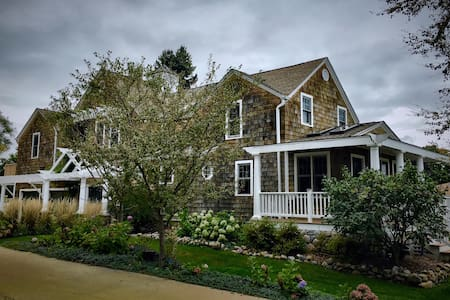 Forested Coastal-style Estate Near Lake Michigan. - Kenosha - Hus