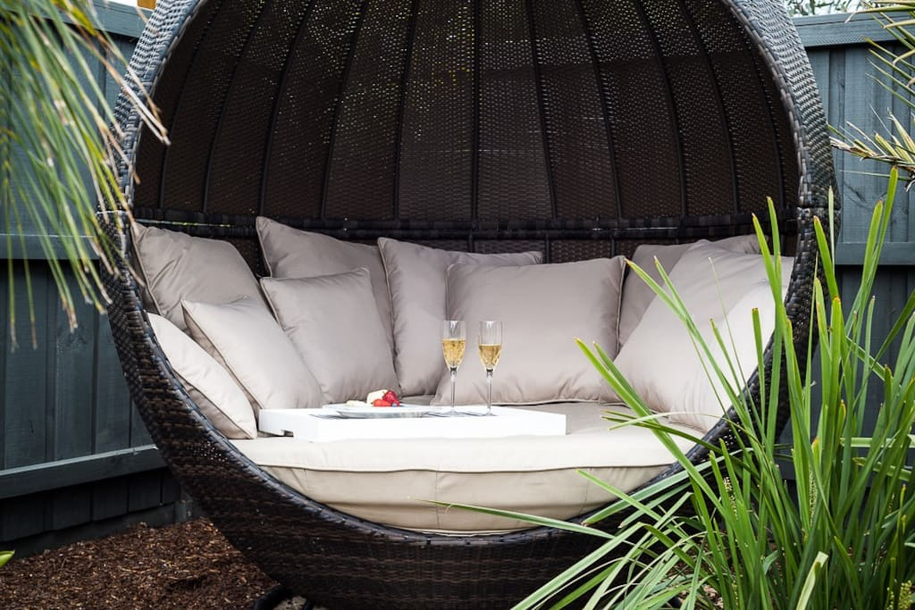 Seclude yourself out in the garden: take your favourite book, wine, or person out into the daybed for a relax.