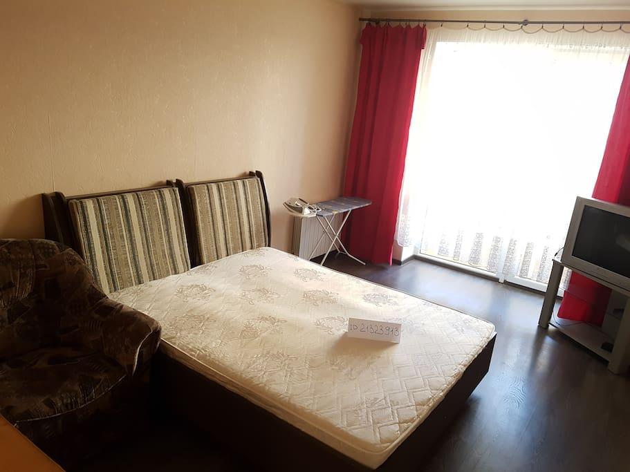 Спальная с большой кроватью