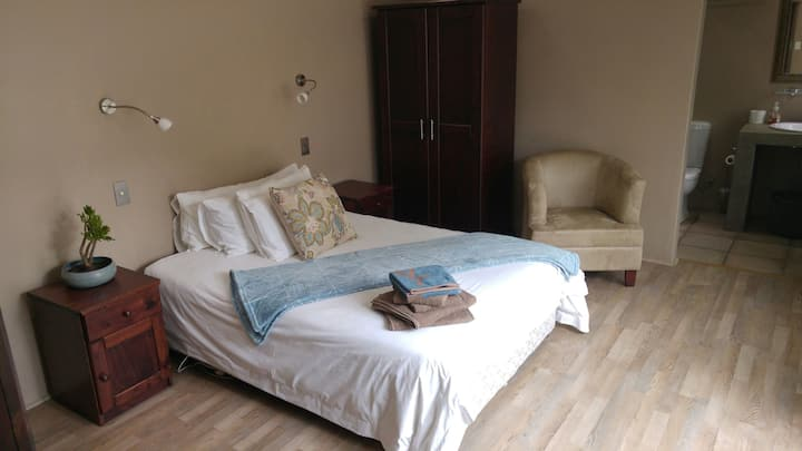 Blue Berry Spacious &Tranquil Double Bed on Garden