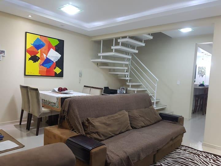 Casa confortável e moderna a 10 km de Floripa