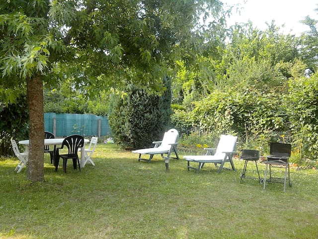 Lovely house with a 400m² garden - Blois - House