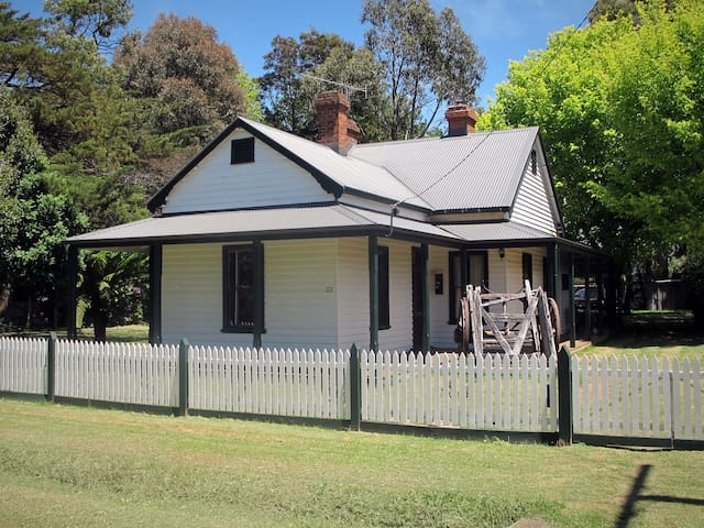 Lynden Cottage - built 1884 in central Trentham