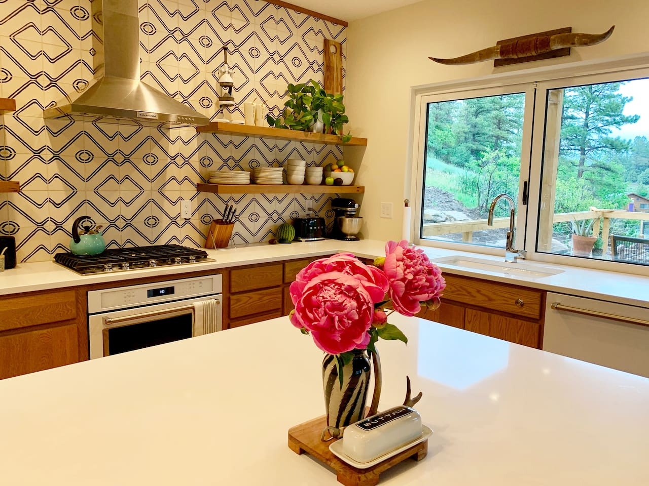 Fun, modern, fully-equipped kitchen with large bar window that opens to the deck and sweeping views!