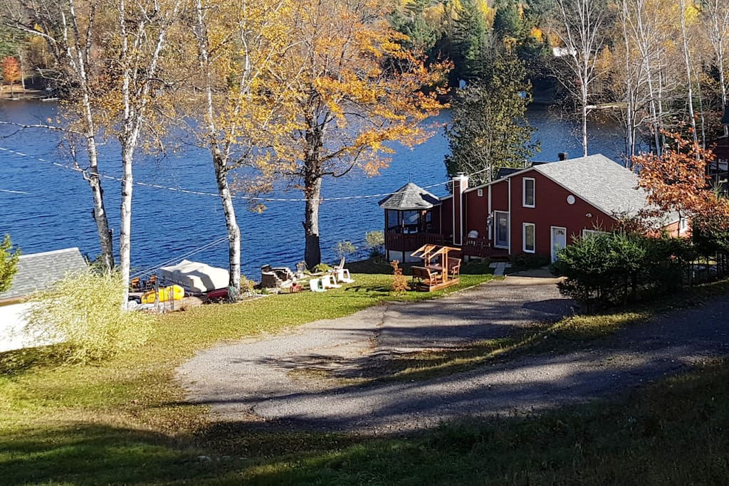 The 3 bedroom Val-des-Bois Riverfront Cottage is situated on one acre directly on the Du Lièvre River, and only one hour from Ottawa and just 200km from Montreal. O