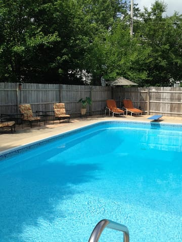 Urban Escape: Mini Apt/Loft Sleeps 4~ 40min to GR! - Greenville - Ház