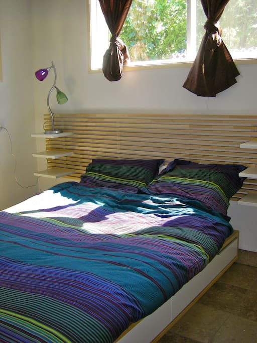 Full bed with memory foam topper; all sheets, 4 pillows and duvet provided.