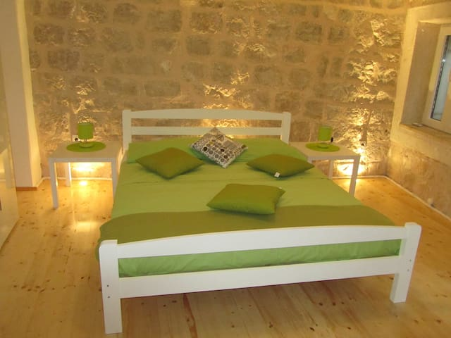 Hvar, main square apartment!