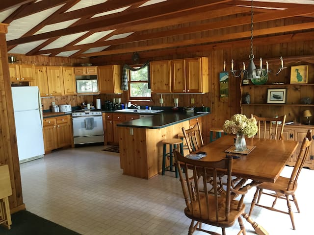 Relaxing Lake cottage - West Bend - Casa