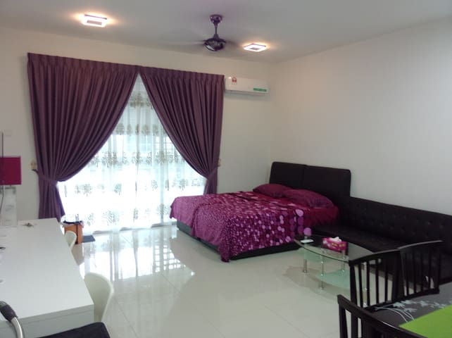 Cozy Studio next to Mahsa University - Jenjarom - House