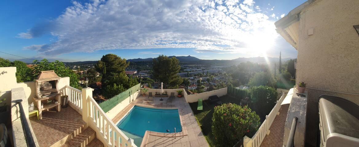 Studio vue panoramique avec terrasse et piscine
