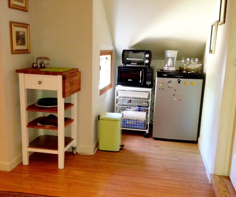 Kitchenette (fridge, microwave, toaster oven, coffee maker)
