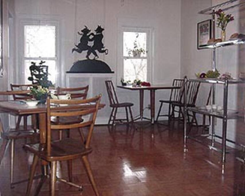 PART OF THE COMMON AREA - WHERE WE SERVE YOU OUR DELICIOUS APPLE NUT FRENCH TOAST FOR BREAKFAST !!!!