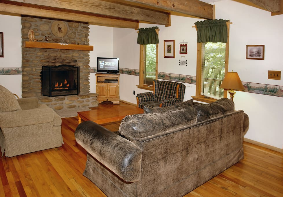 Cushy living room with fireplace and satellite TV