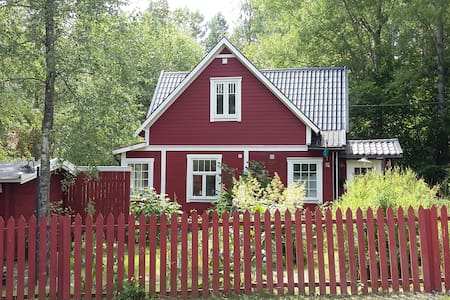 A lovely unique old house, only 15 km from Sthlm - Österhaninge - 独立屋