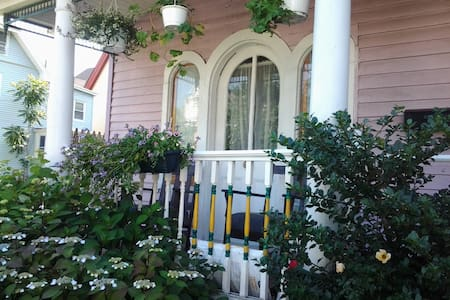 Quaint Asbury Park Shore Cottage  - Asbury Park - House