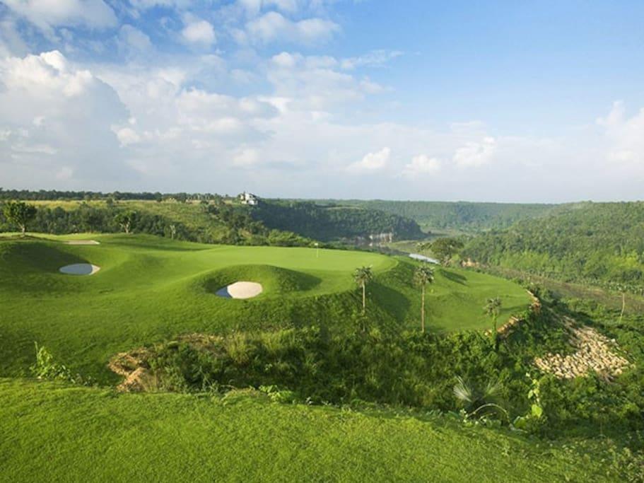 View of 3rd hole of La Estancia golf course