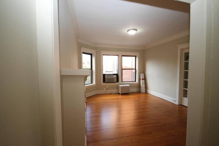 Convertible 1-Bedroom in Boystown