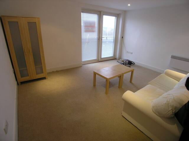 Cardiff Bay Studio for Long term Rental