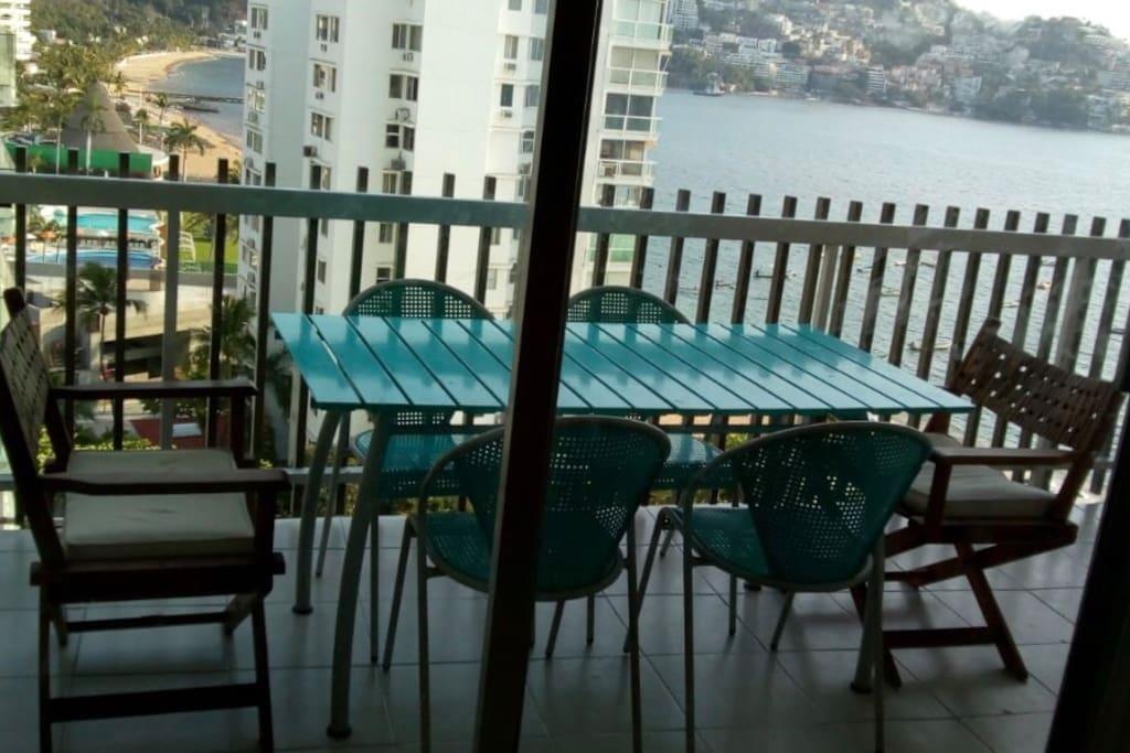 Comedor en terraza gran vista al mar
