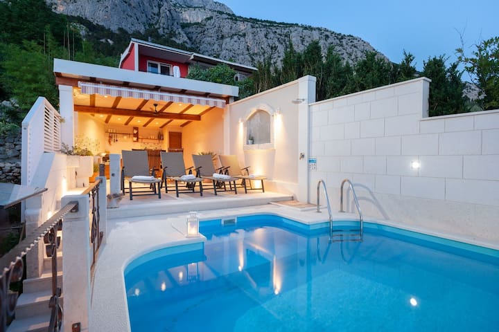 ctma136/ Old Dalmatian house with private pool in Makarska, up to 5 persons