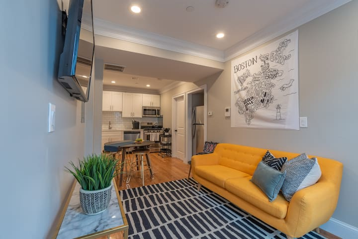 Stylish 5 Bed Apt in Boston's North End by Domio
