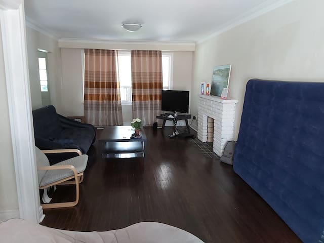 Cozy bdrm in 3 bdrm house with large space.