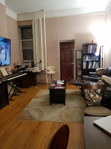 Studio in prime UWS/ Central Park location