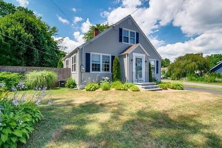 Charming home , easy access to everything Branford