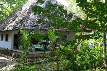Watamu Beach Cottages - Best value B&B
