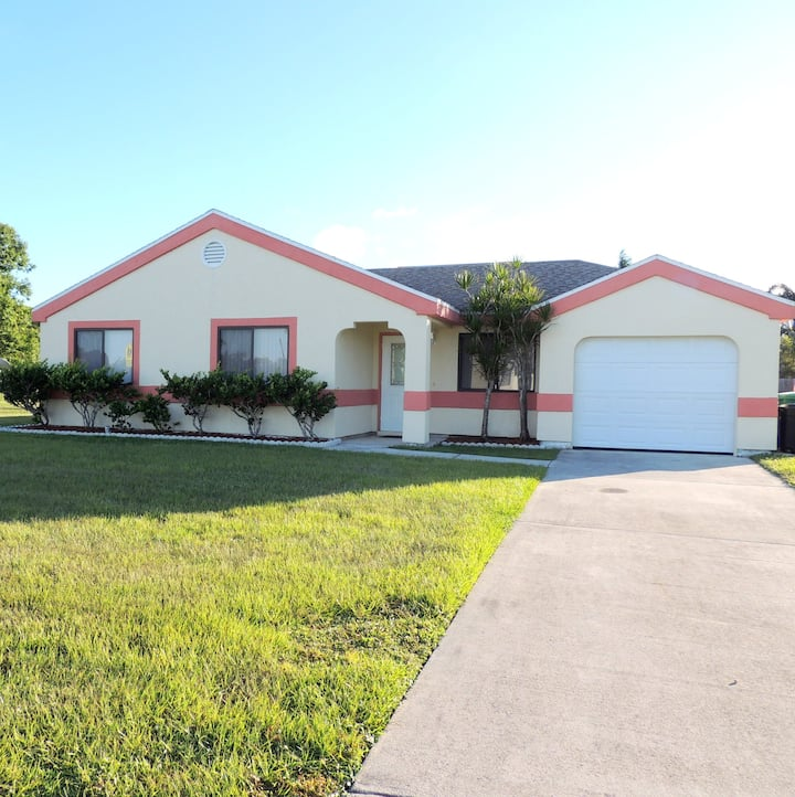 Eco-Friendly, Remodeled House, 15 min from Ocean