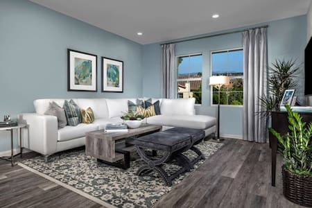 Model townhouse in high end community monthly