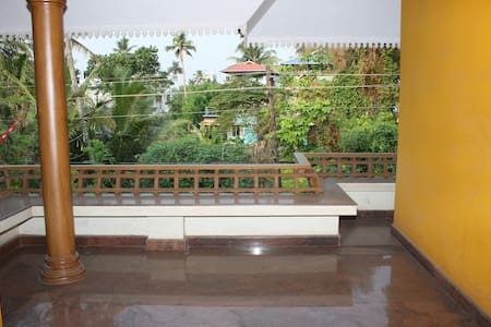 Emmaculate!!  Modern/Spacious 2BR House Ernakulam