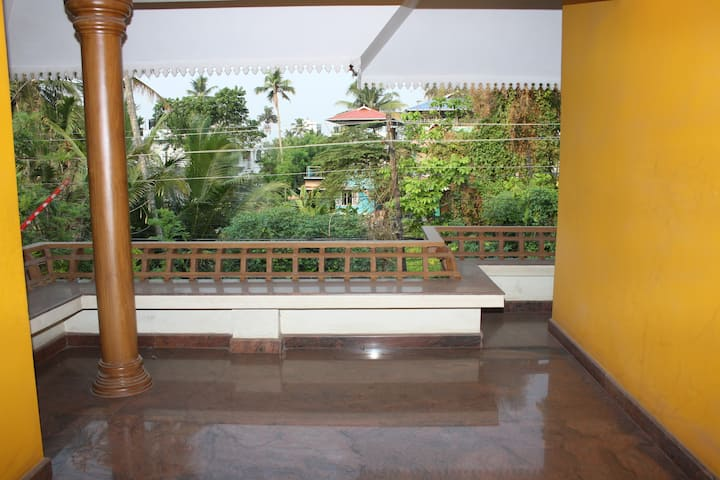 Emmaculate!!  Modern/Spacious 2BR House Ernakulam