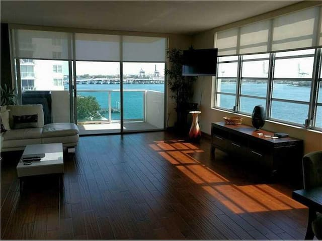 Bright corner Ocean View -- Luxurious 1 BR in Sobe