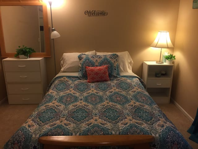 Cozy Bedroom - Central KC location!