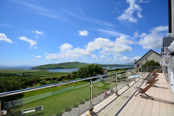 TIGIN AN BEAR -Simply stunning with amazing views! - Dingle - Huis