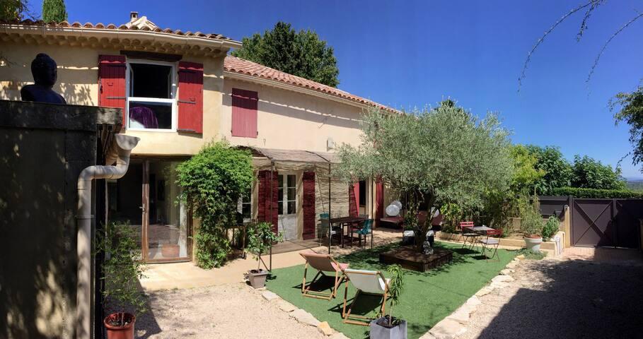 Maison de charme, au coeur du vieux village - Sauveterre - Hus