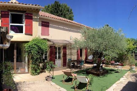 Maison de charme, au coeur du vieux village - Sauveterre