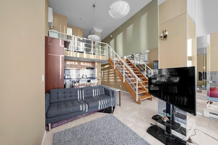 Super Central 1BD Penthouse - Heart of Downtown!