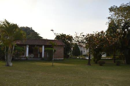 Sítio Serra Azul - Estrada Real, Turismo Religioso - Guaratinguetá - Chatka w górach