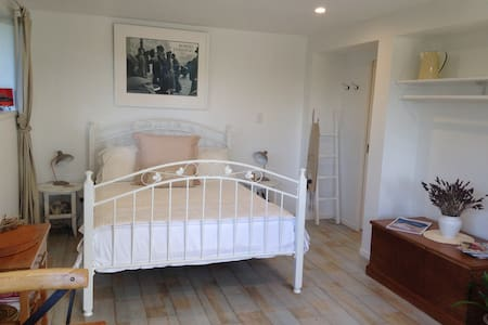 The French Room - Sandspit - Bed & Breakfast