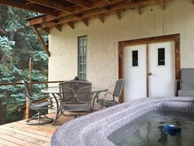 Rocky Mountains Home with Hot Tub, scenic byway,