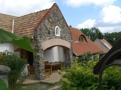 Dörögdi Kőtornácos - Spacious Rural Cottage
