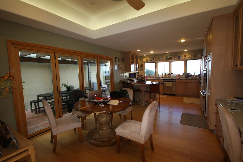 Ocean view Kitchen/Dining area