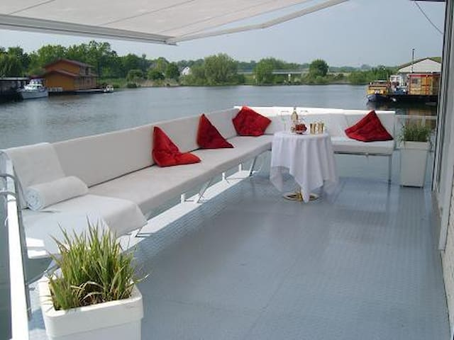 A floating stay at a luxy Houseboat