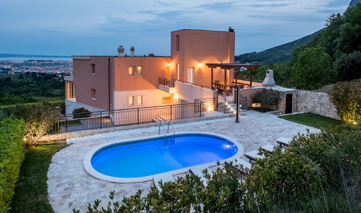 Luxury Villa Solin with two swimming-pools