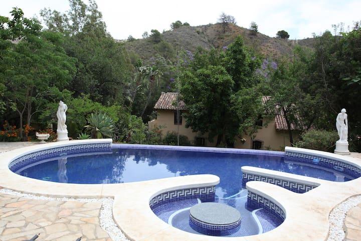 Finca La Fuente in Barranco Blanco - Coín - Villa