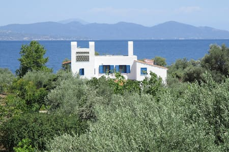 Country House with private Beach / Upper Floor - Arkitsa